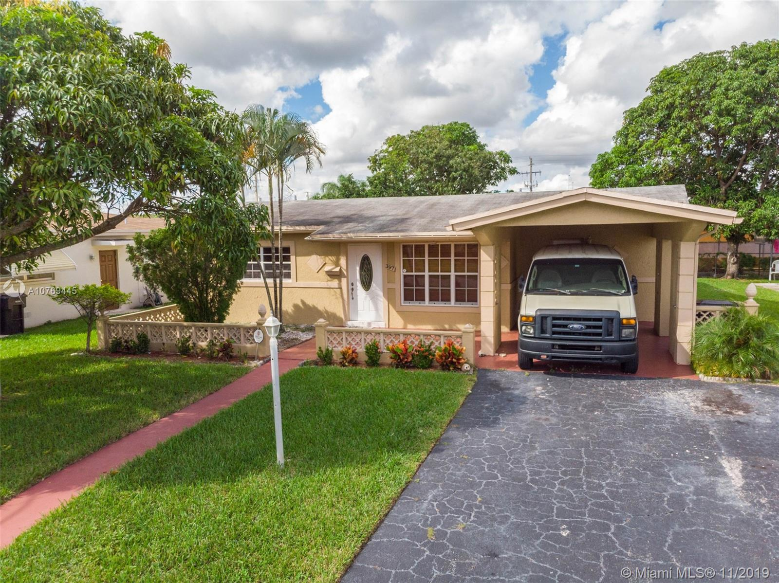 JUST REDUCED! AMAZING UPDATED 3/2 HOME IN EXCELLENT CONDITION WITH FAMILY ROOM. LARGE MASTER BEDROOM, BIG WALK IN CLOSET, KNOCKDOWN WALLS AND CEILINGS, CROWN MOLDING,  KITCHEN HAS WOOD CABINETS AND STAINLESS STEEL APPLIANCES. CENTRAL AIR, TILE FLOORS THROUGHOUT EASY TO SHOW. PRIME LAUDERDALE LAKES LOCATION PERFECT FOR LARGE FAMILY