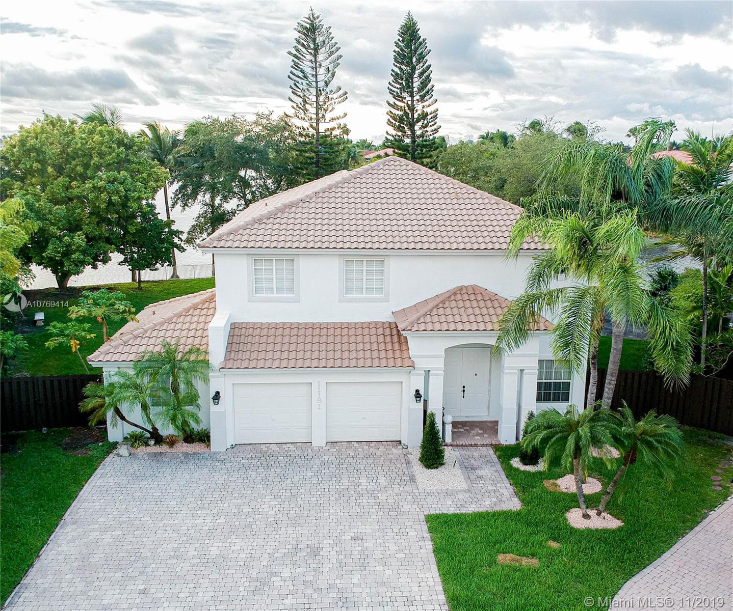 11191 NW 70th St  For Sale A10769414, FL