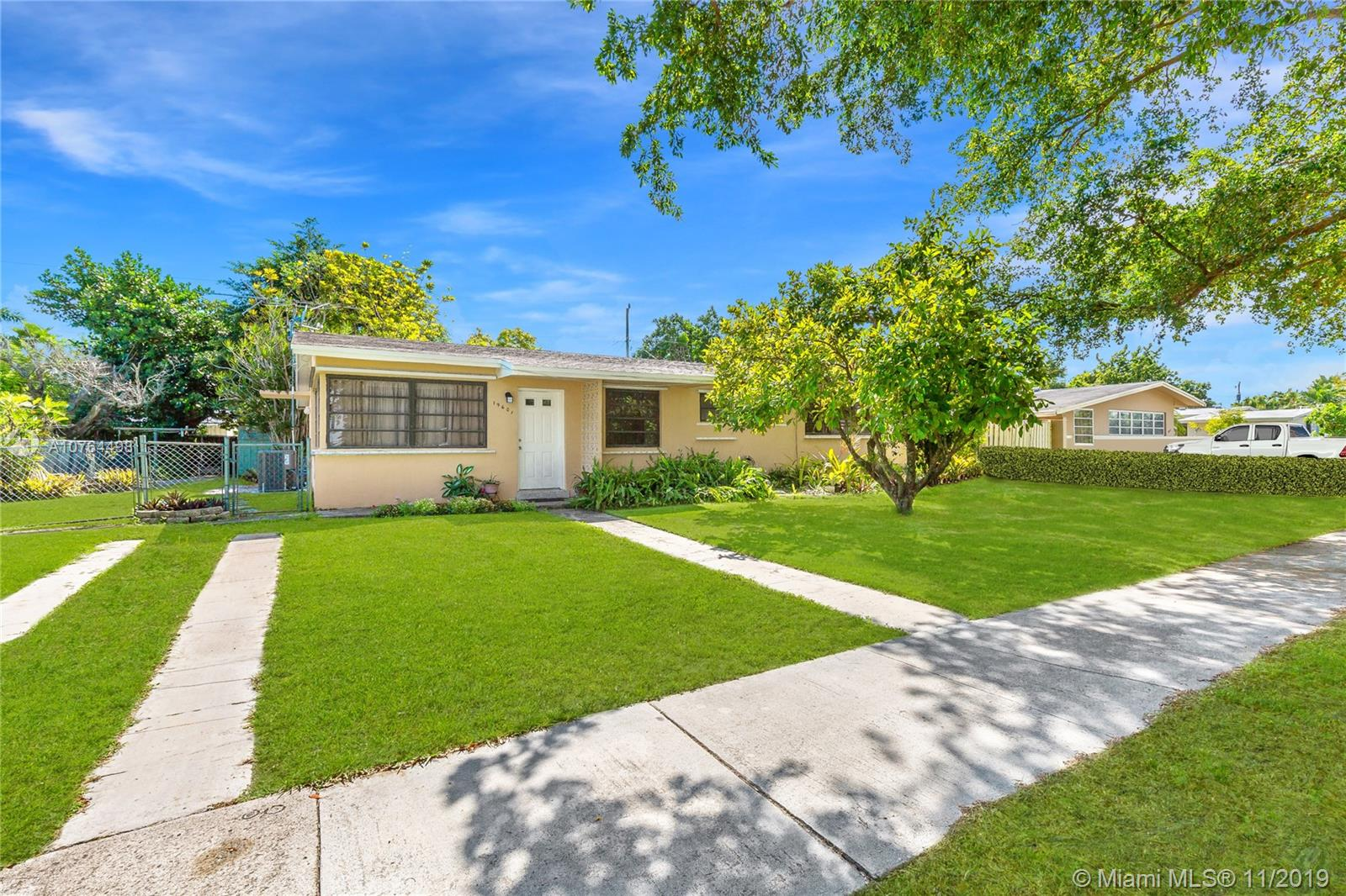 19601  Belview Dr  For Sale A10764498, FL