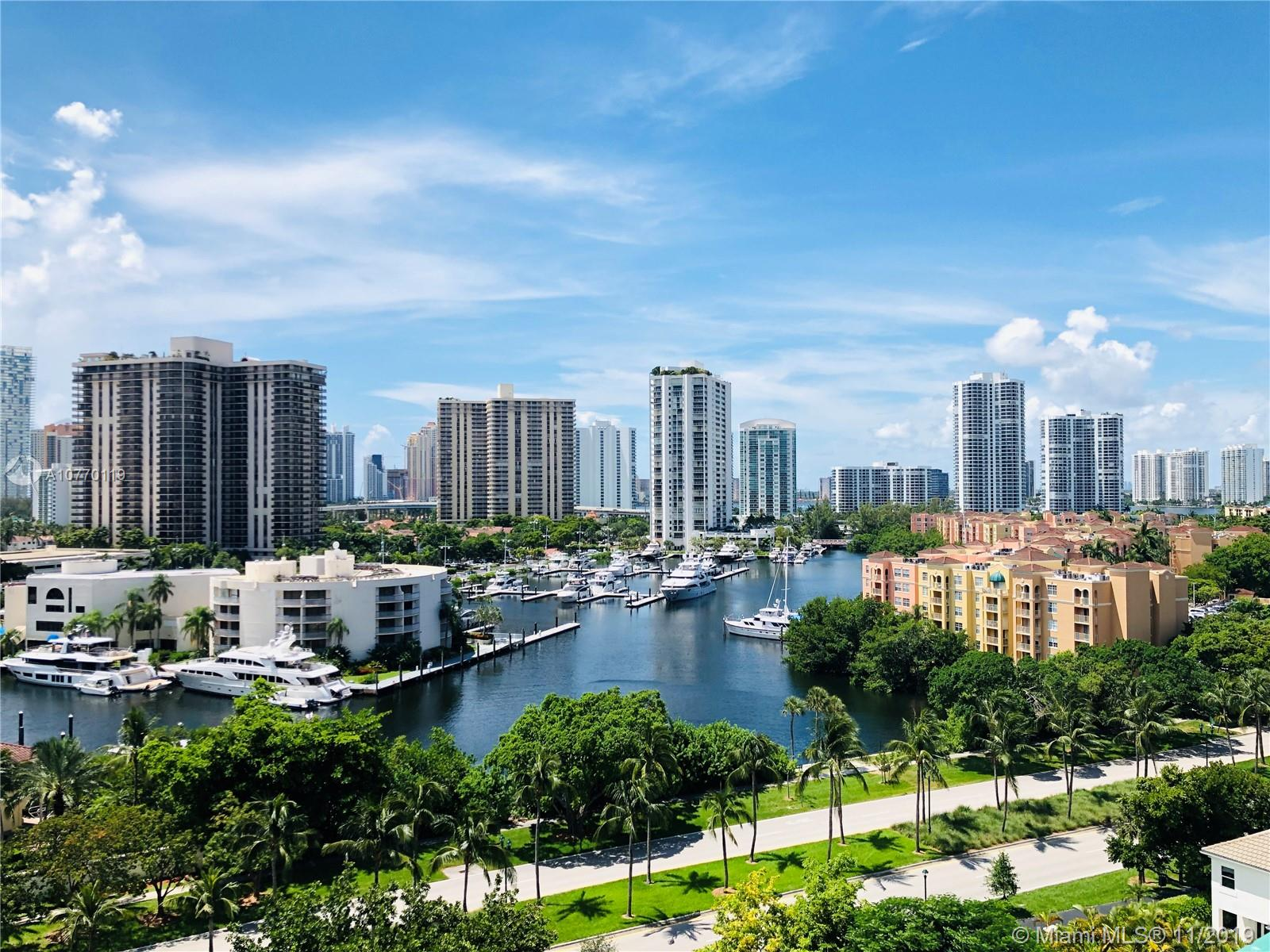 Turnberry Village, bright and spacious 3 Bedrooms/ 3 Baths. This unit features anincredible panoramic view of the intracoastal and the golf course. Prestigious building with all amenities located in the heart of Aventura.