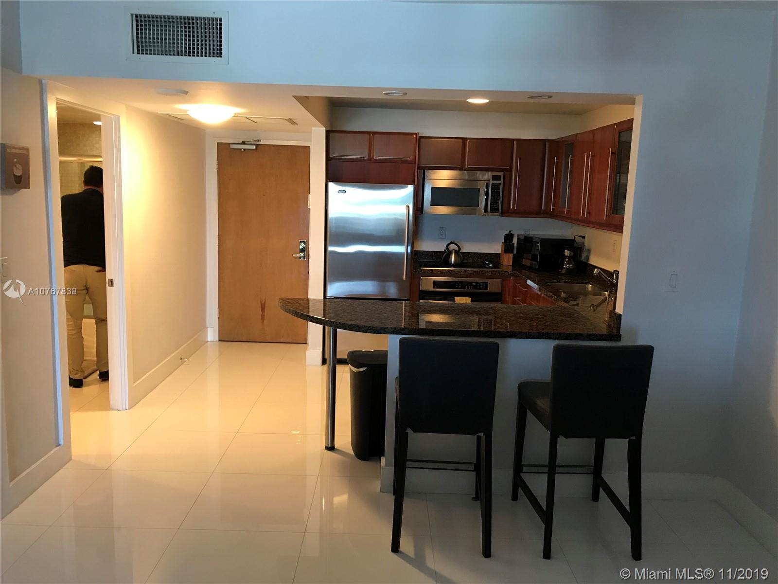 2301  Collins Ave   1028
