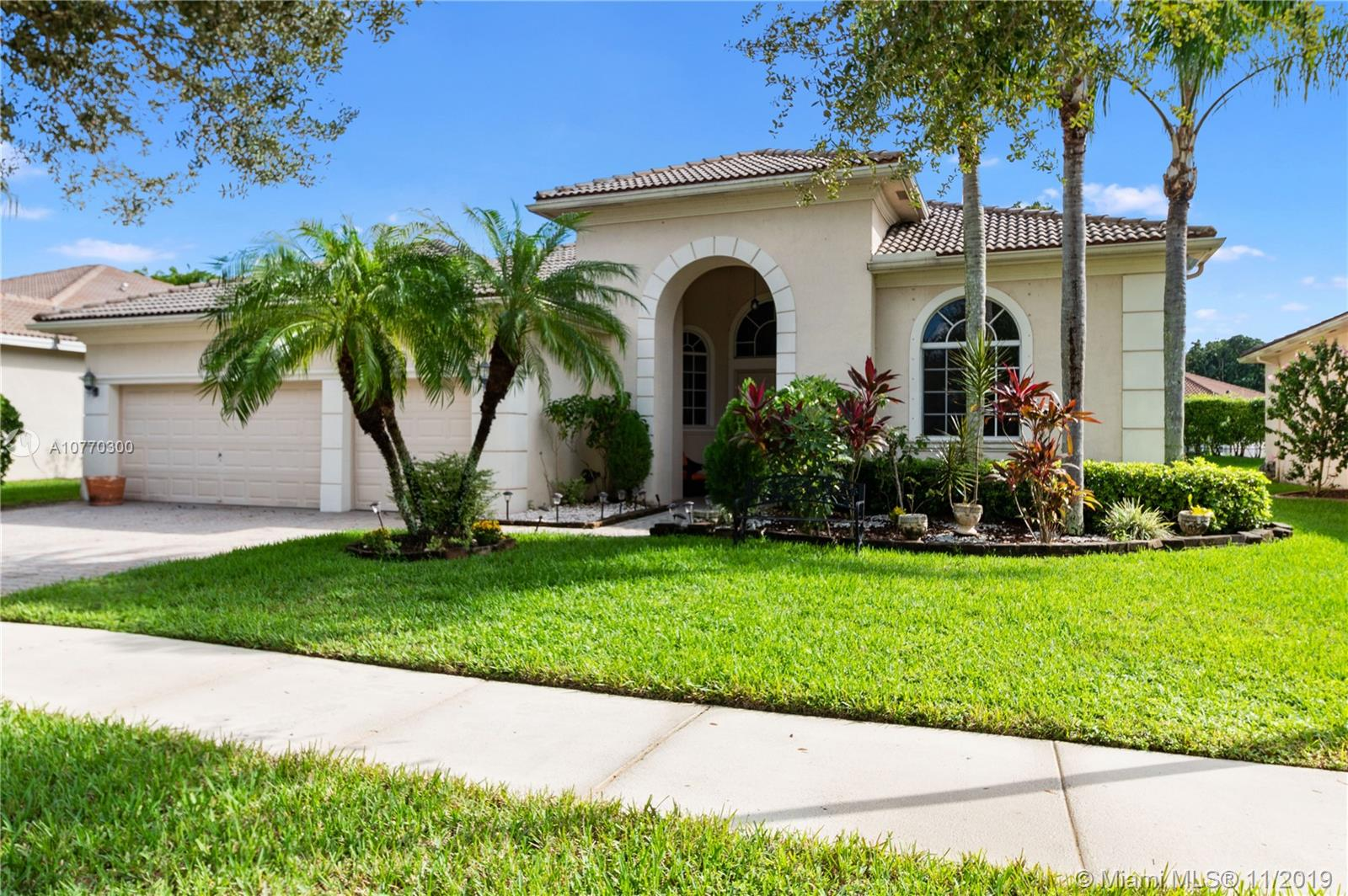 6086 SW 191st Ave  For Sale A10770300, FL
