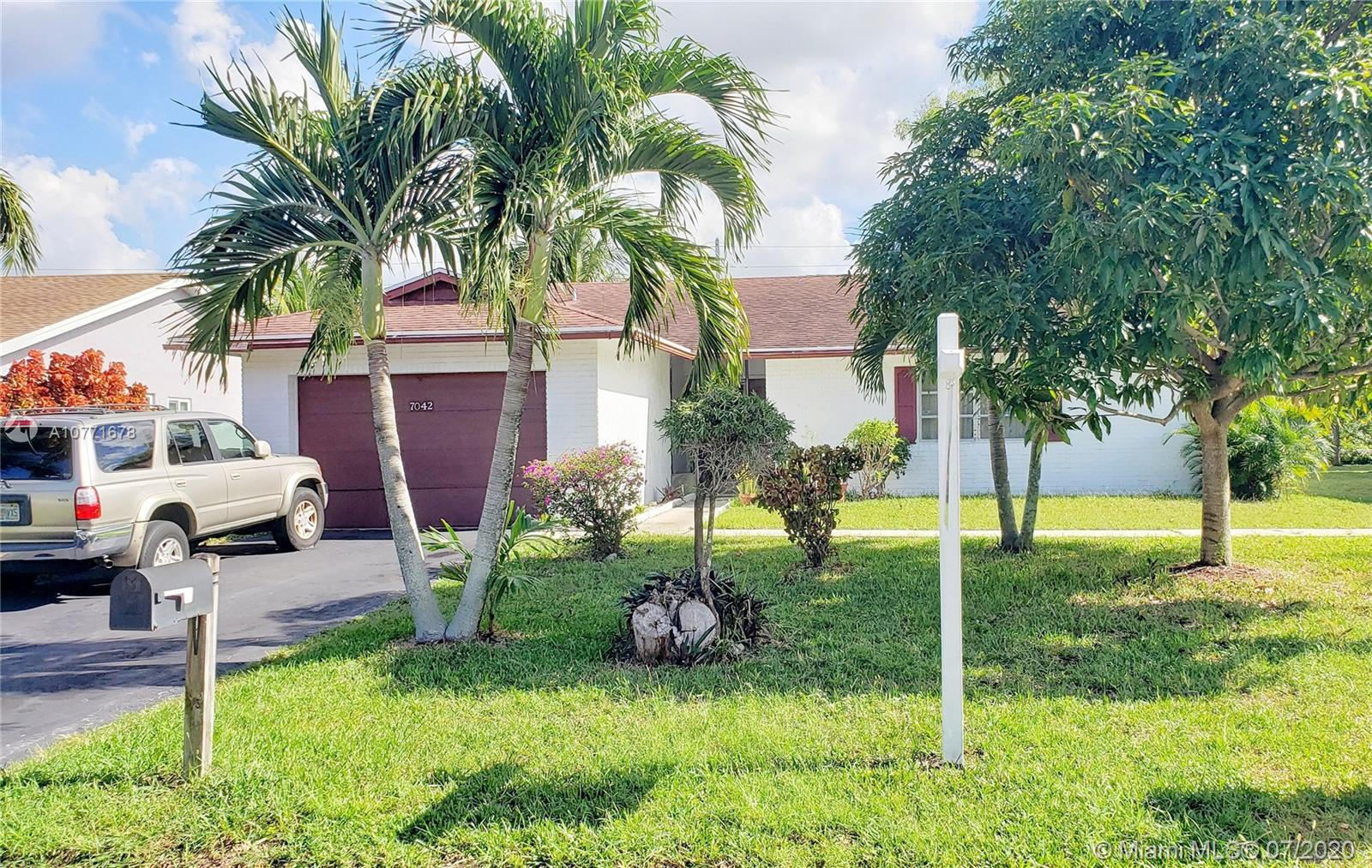 7042 NW 100th Ter  For Sale A10771678, FL