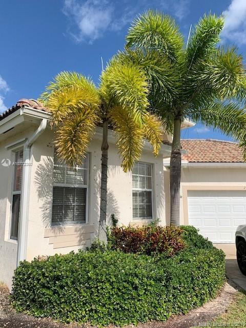 2708  Augusta Dr  For Sale A10772360, FL