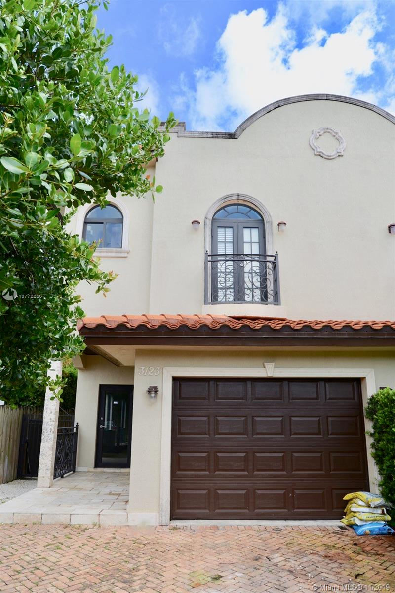 3121 SW 18th St  For Sale A10772256, FL