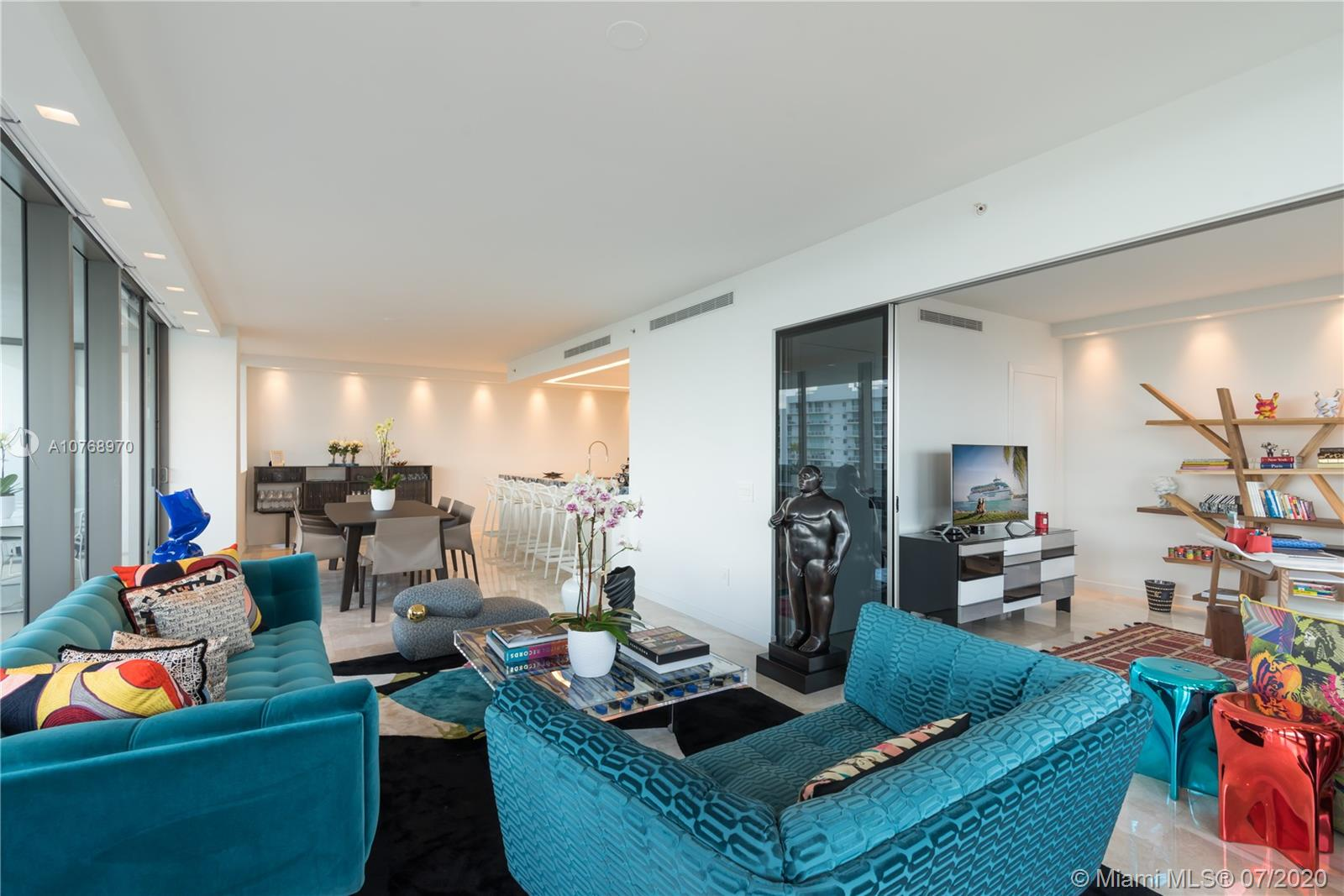 5875  Collins Ave   1808