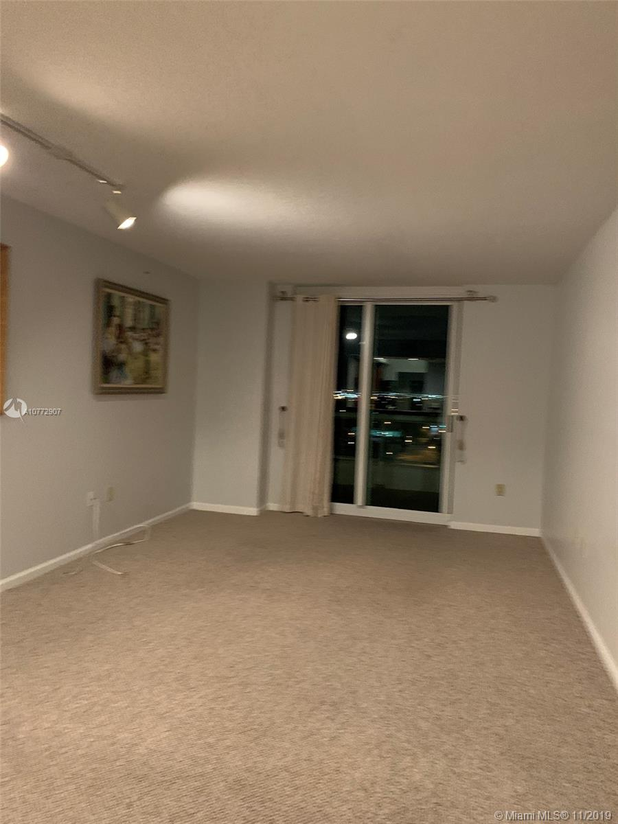 Beautiful views from this 2 bedroom/2 bathroom condo located within walking distance to Las Olas shops and restaurants.  Views of downtown Fort Lauderdale and the New River.