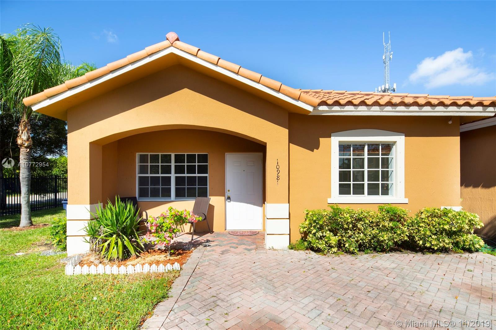 10981 SW 181st Ter  For Sale A10772954, FL