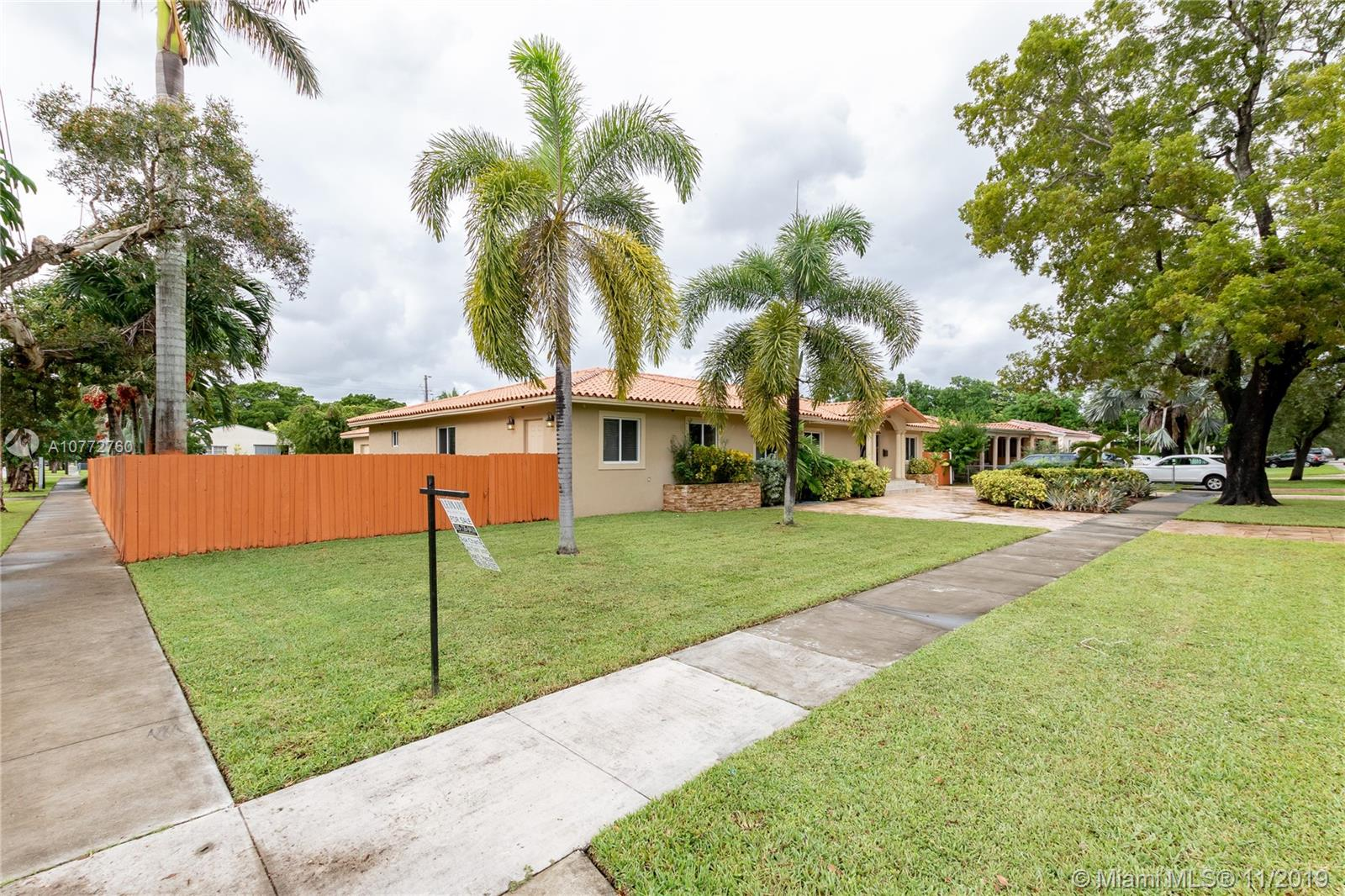 580  La Villa Dr  For Sale A10772760, FL