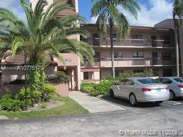 Spacious 3 bedrooms 2 baths corner lot unit in Saxon woods. Tile flooring through out the unit with a screened patio.
