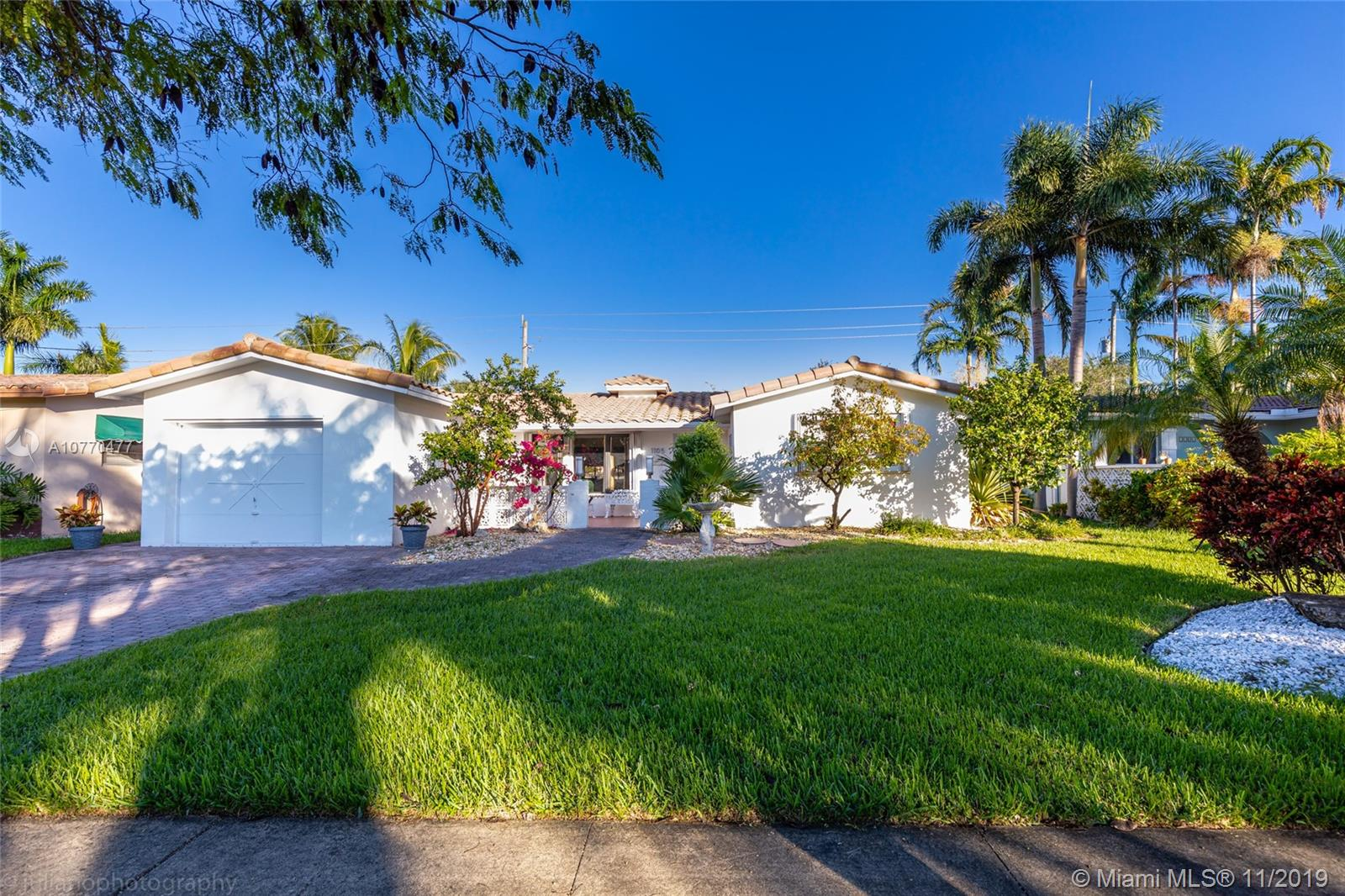 1105 N 13th Ave  For Sale A10770477, FL