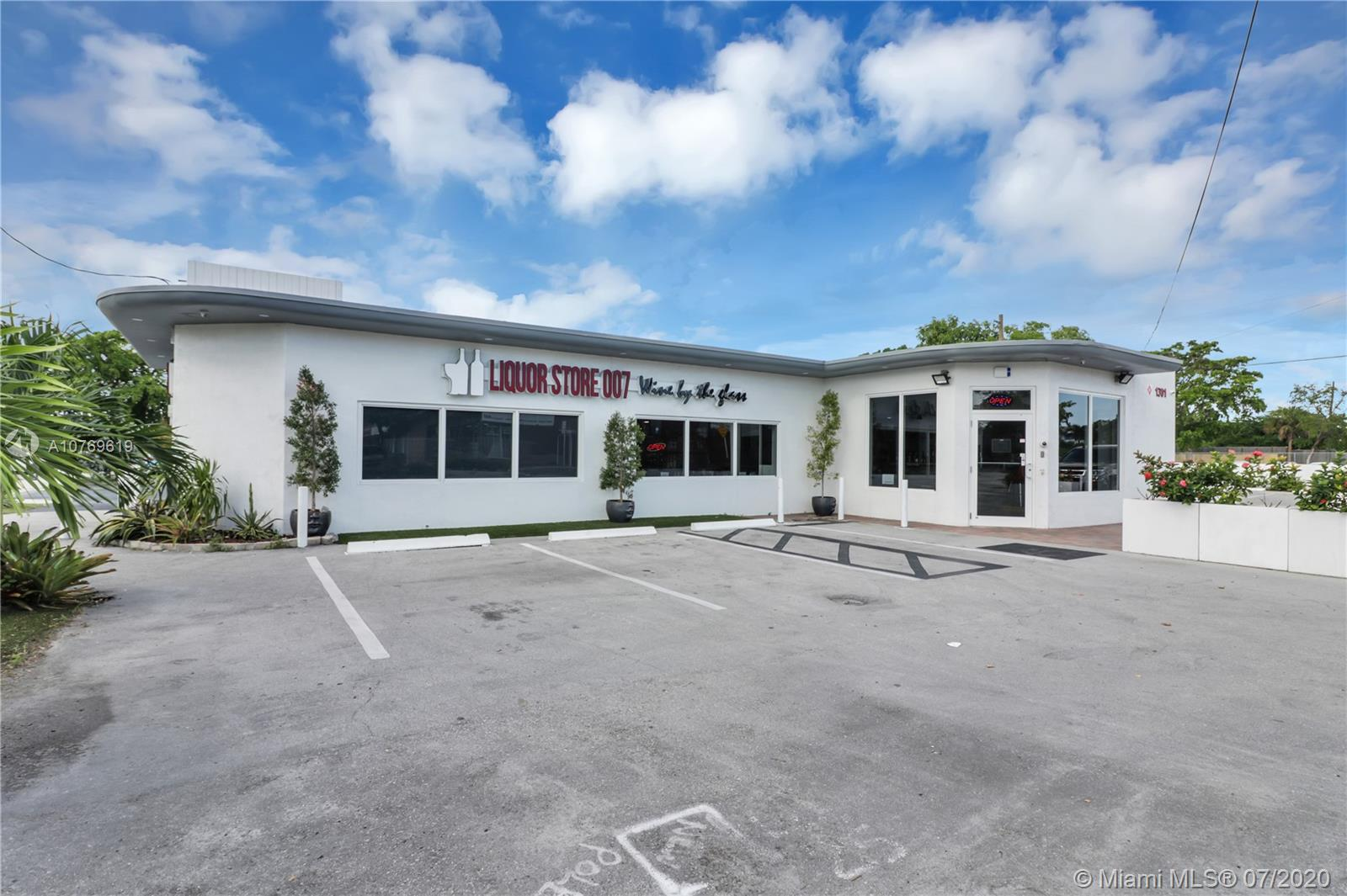 1301 N Dixie Hwy  For Sale A10769619, FL