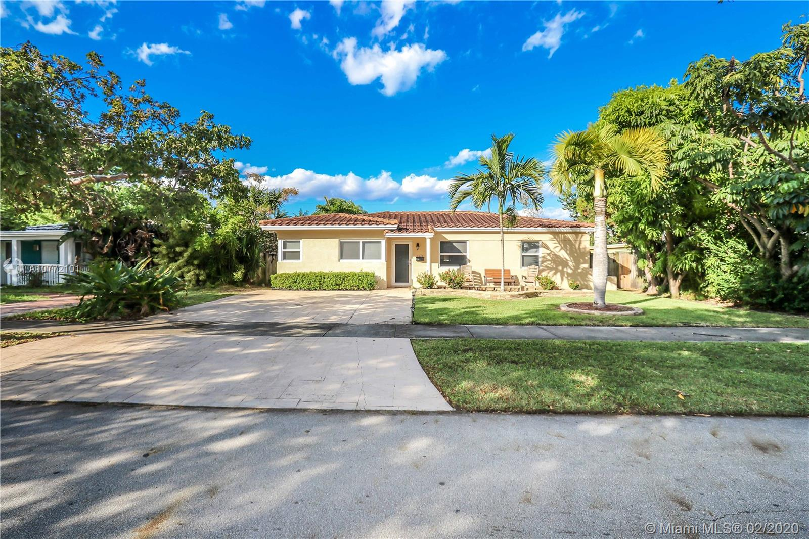 1431  Dewey St  For Sale A10772101, FL