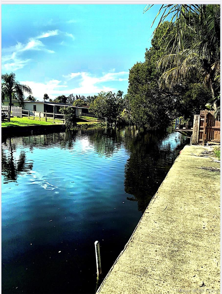5610 SW 55th St  For Sale A10777223, FL