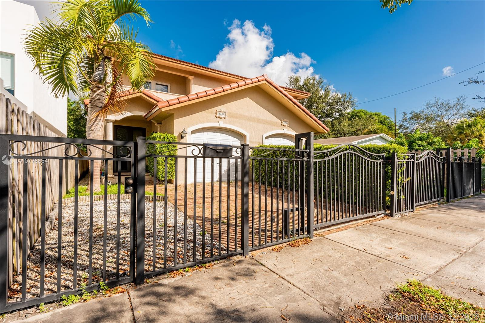 3367  Day Ave  For Sale A10778854, FL