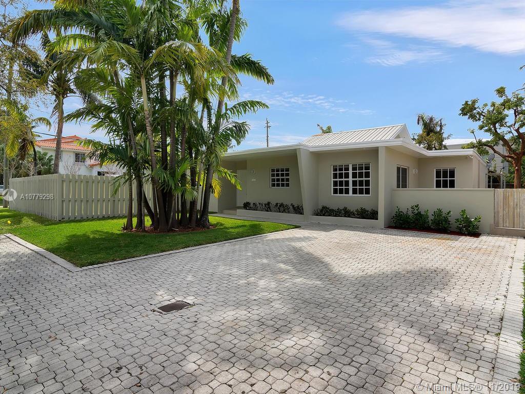 698  Glenridge Rd  For Sale A10779298, FL