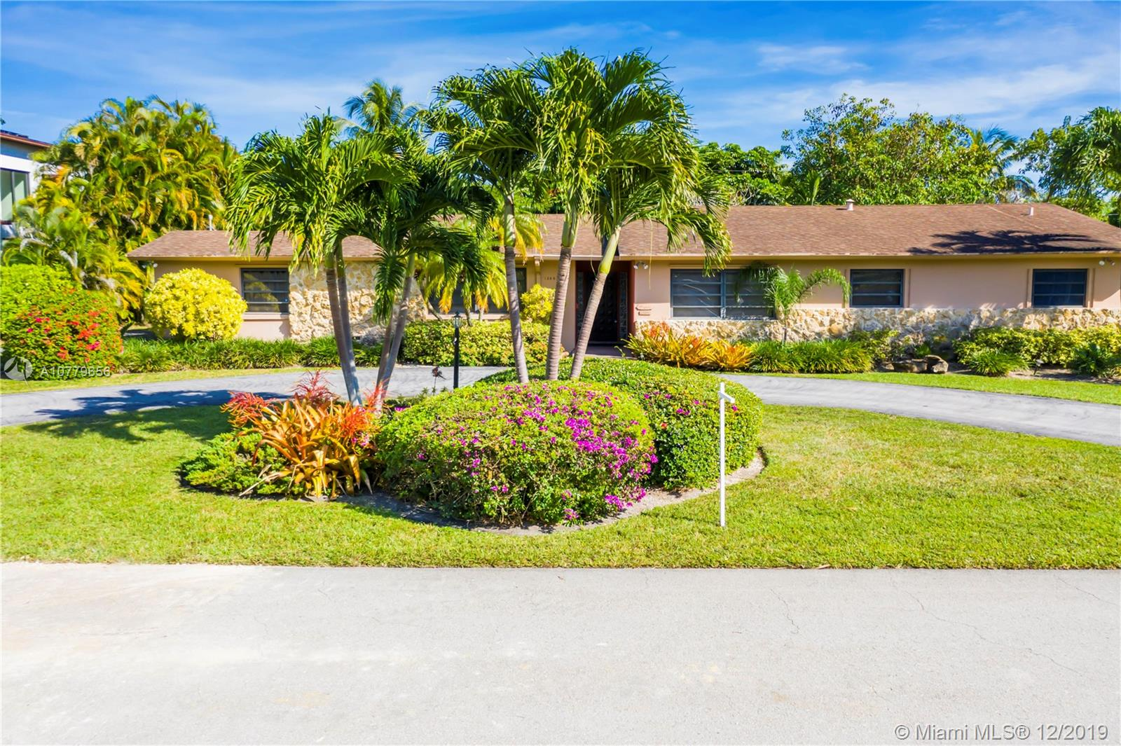 13805 SW 74th Ct  For Sale A10779656, FL