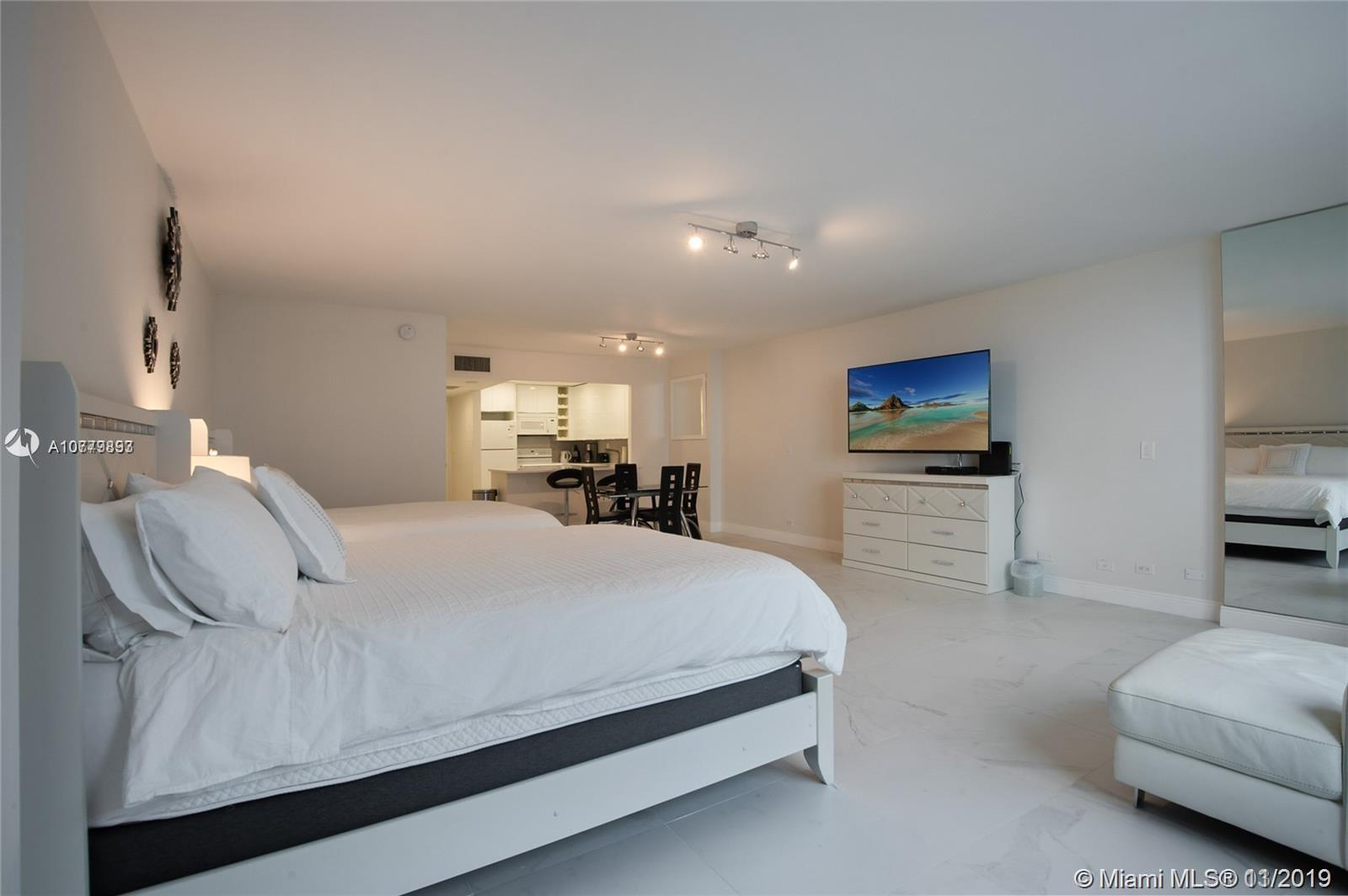 2301  Collins Ave   1014