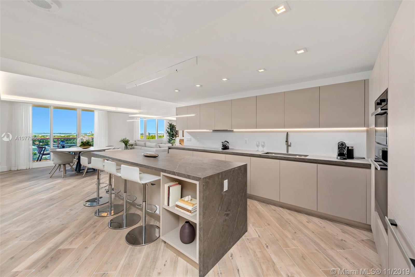 2301  Collins Ave   1432