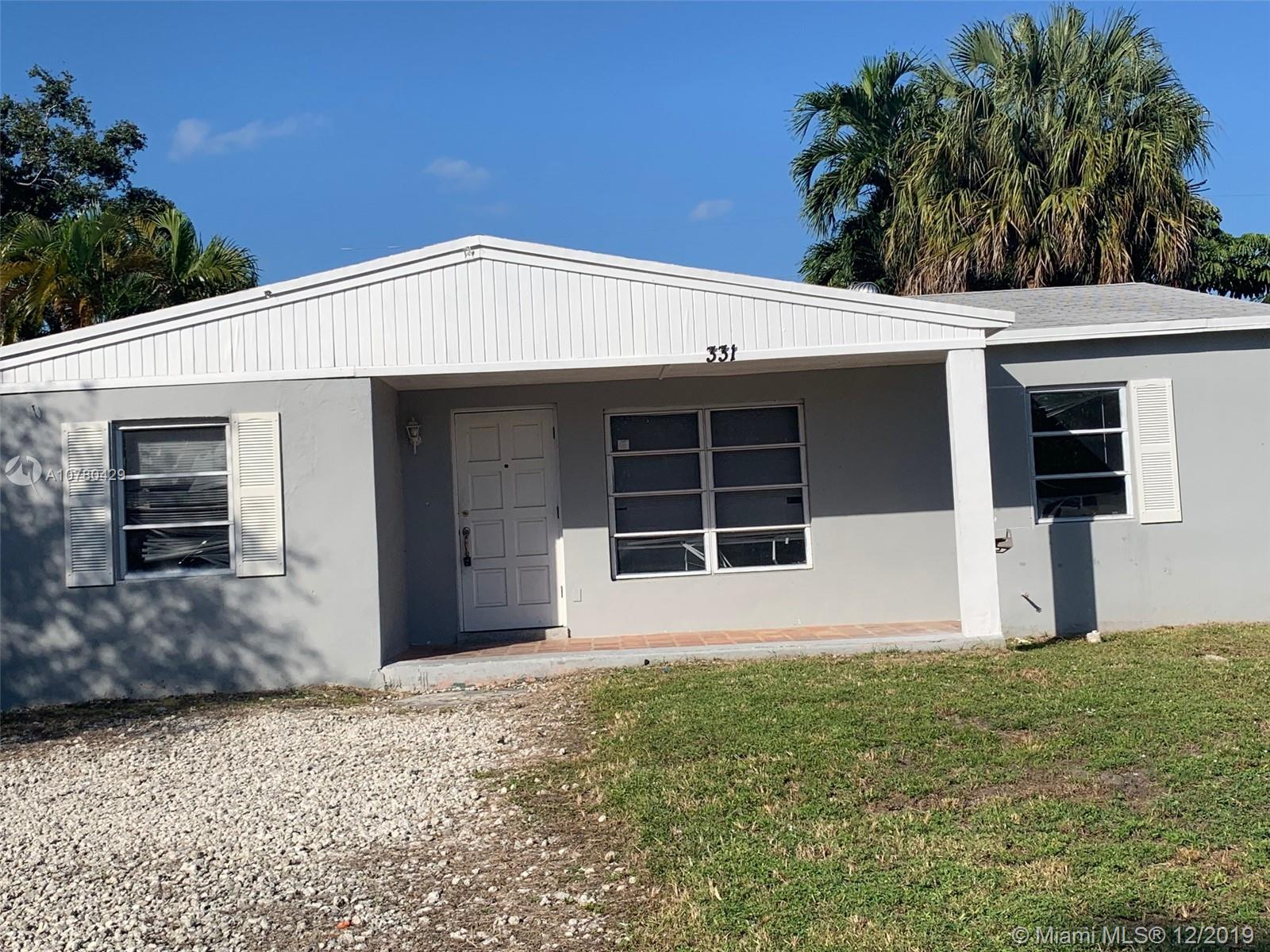 Beautiful 3 bedrooms 2 bathrooms recently remodeled in 2017.  Backyard is fully fenced with gates on each side.  New sprinkler system and pump.  Comfortably at 3/5 miles of Lauderdale by the Sea, beaches, restaurants at less than 5 minutes, major supermarkets and hospitals and 2 minutes east of I-95.