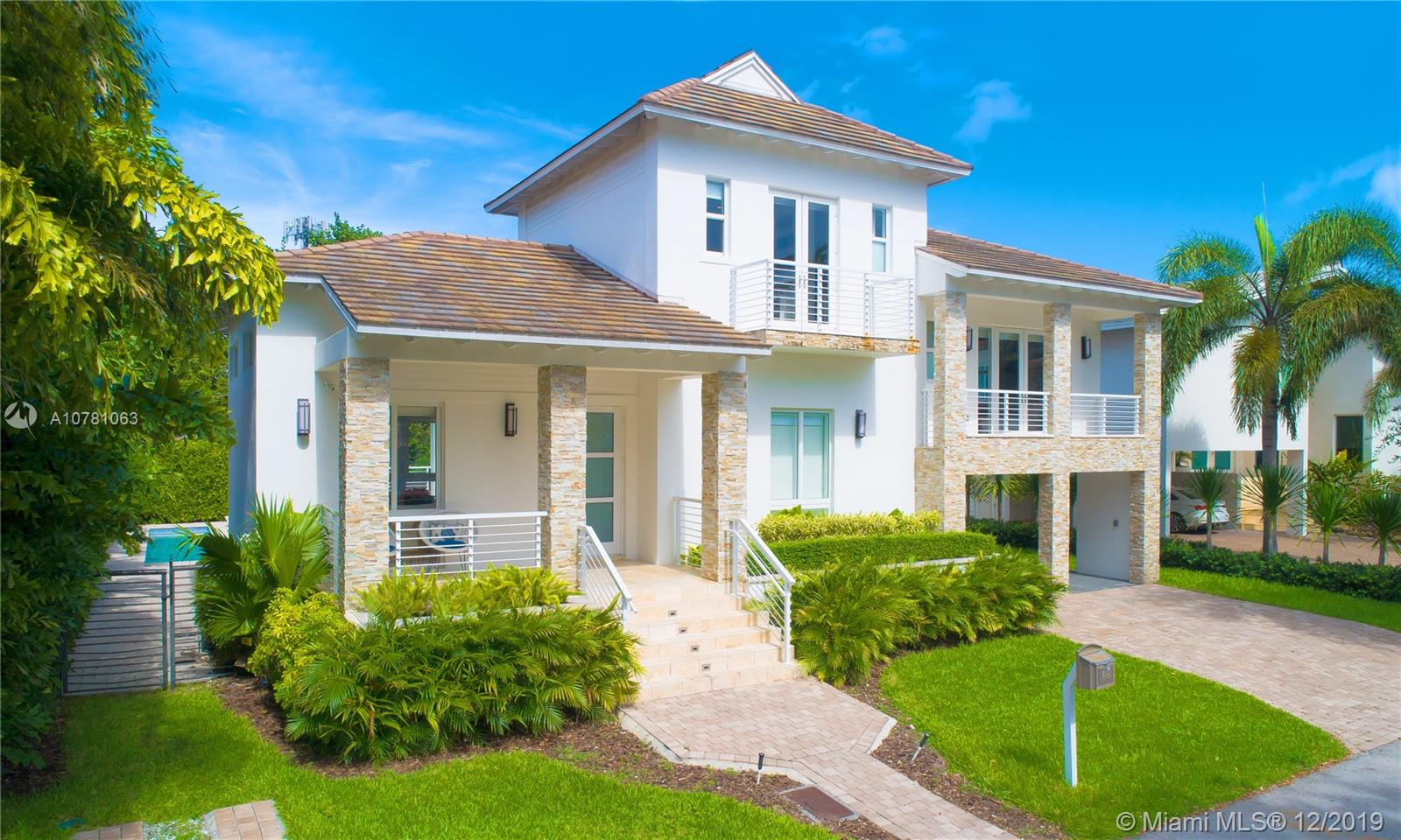 689  Glenridge Rd  For Sale A10781063, FL