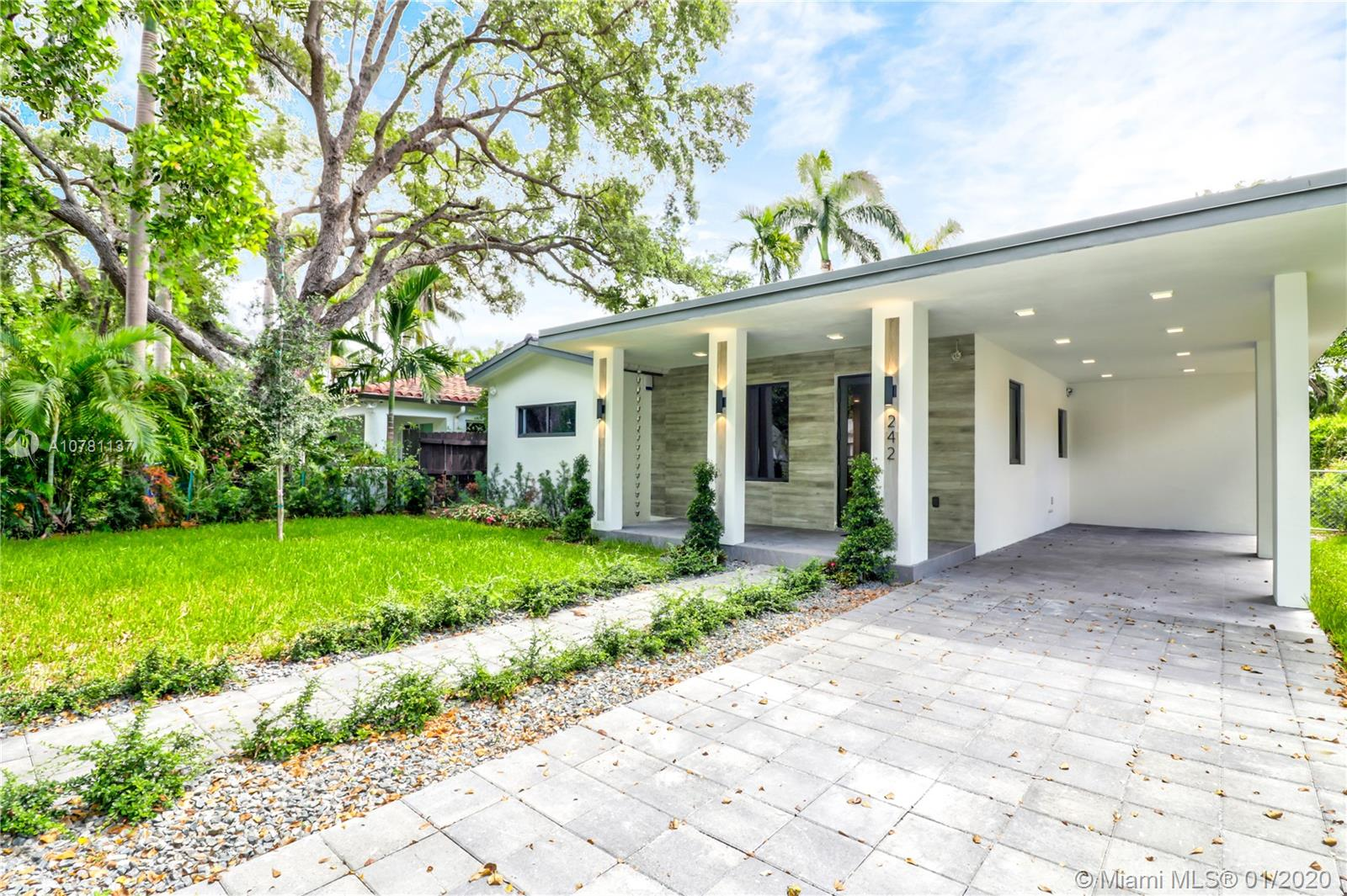 242 SW 31 Rd  For Sale A10781137, FL