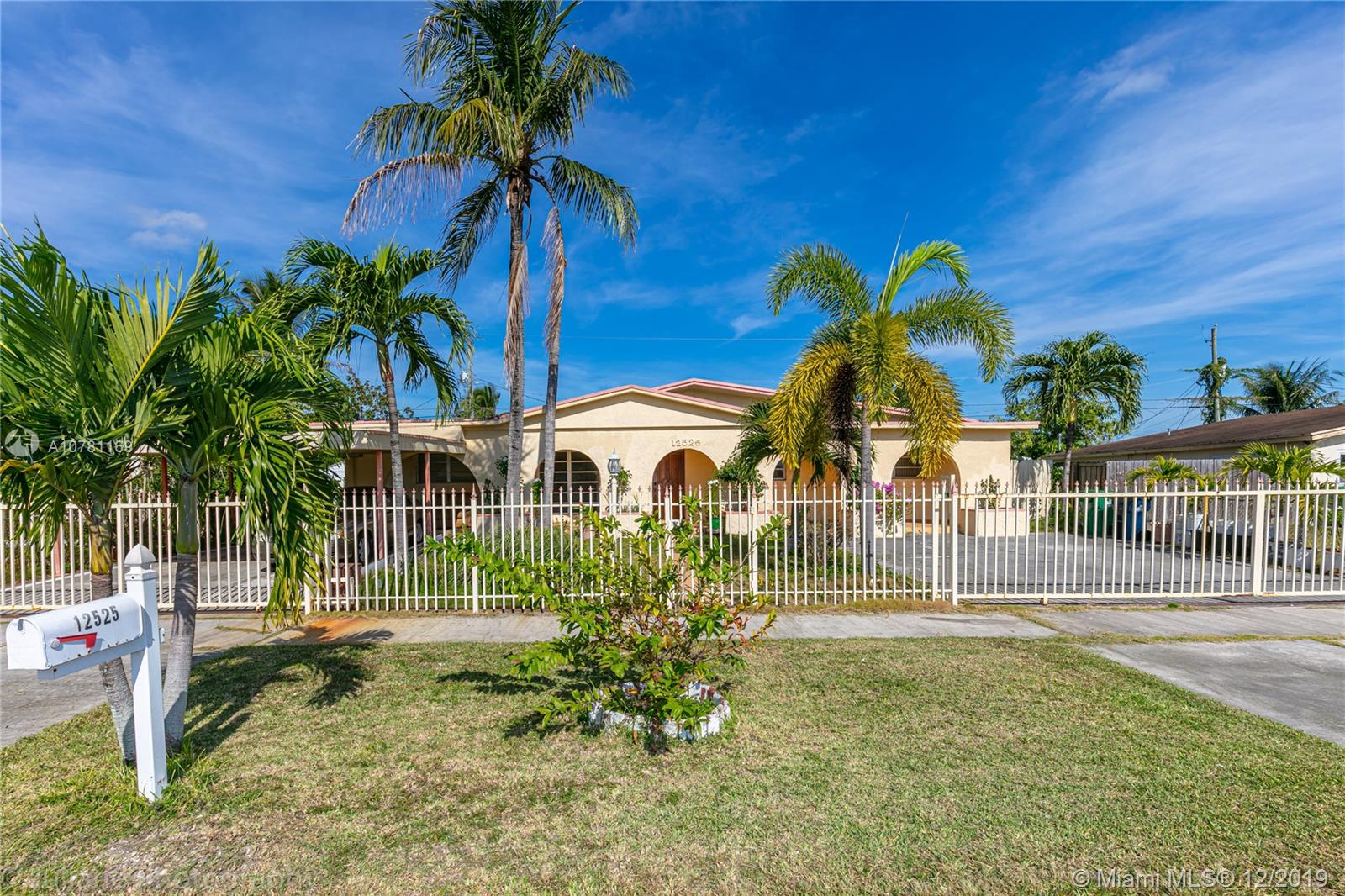 12525 SW 187th Ter  For Sale A10781169, FL