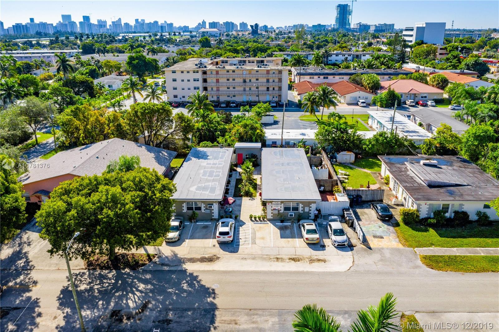 718 NE 3rd St  For Sale A10781376, FL