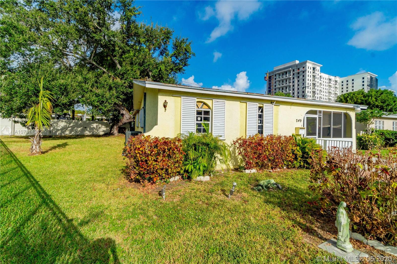 249  Washington Dr  For Sale A10781433, FL
