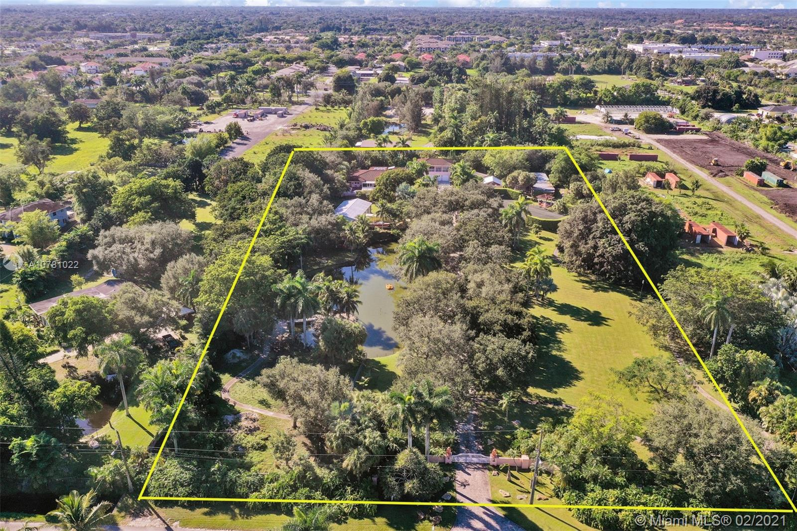 5075 SW 73rd Ave  For Sale A10781022, FL