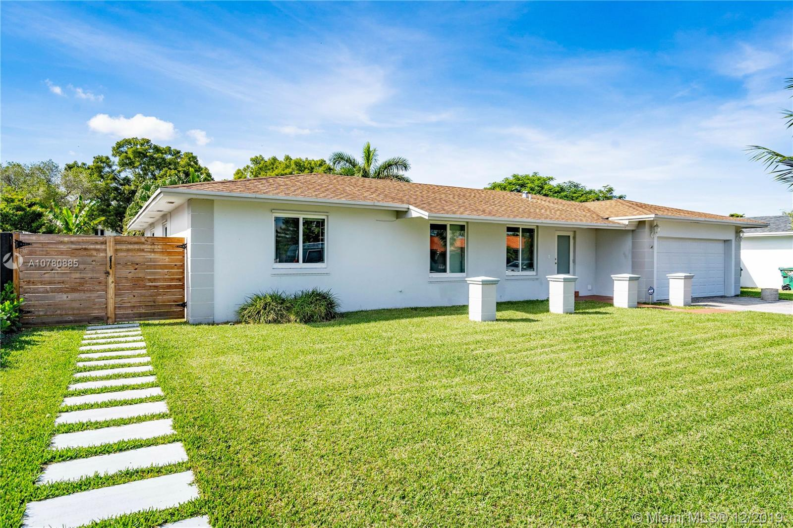 20530 SW 84th Ave  For Sale A10780885, FL
