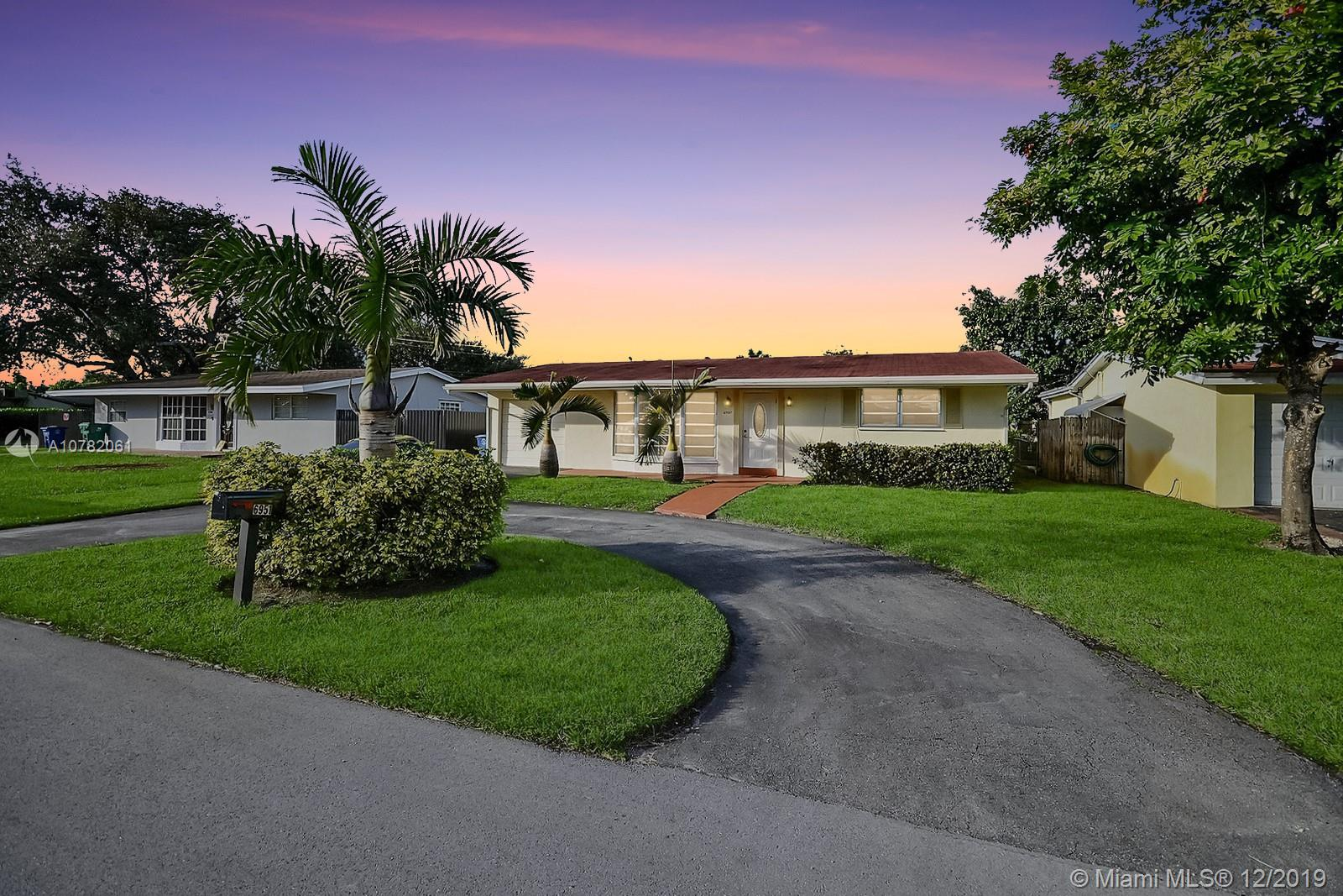6951 SW 28th St  For Sale A10782061, FL