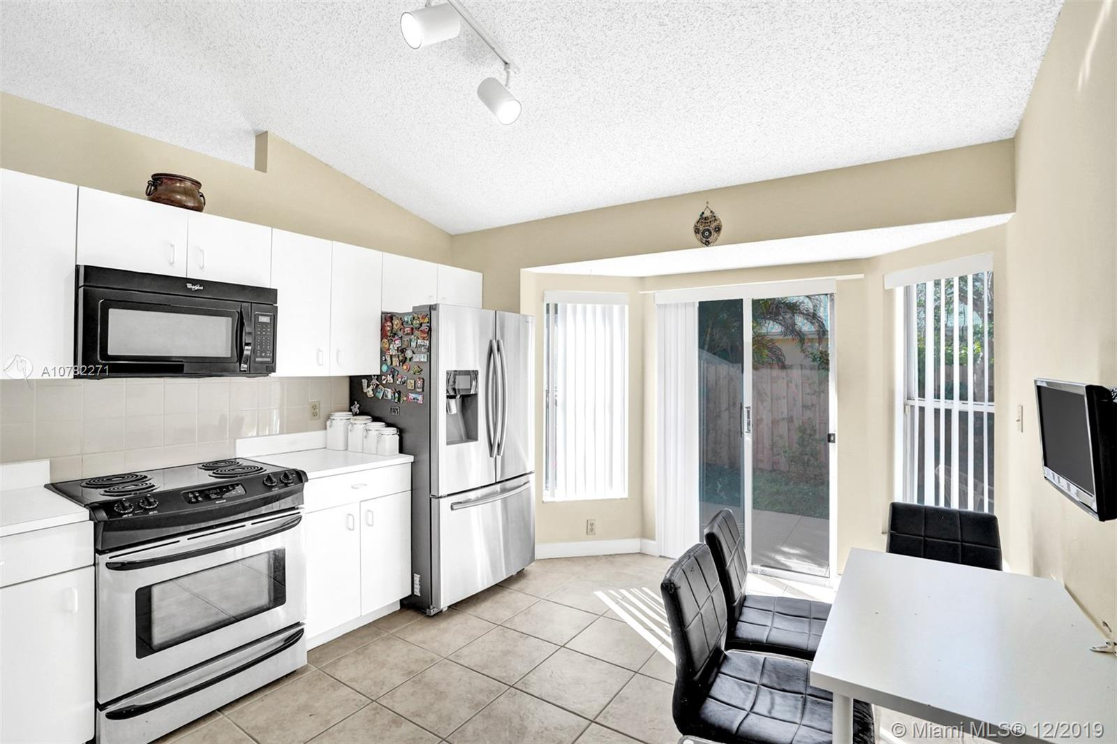4021 SW 70th Ter  For Sale A10782271, FL