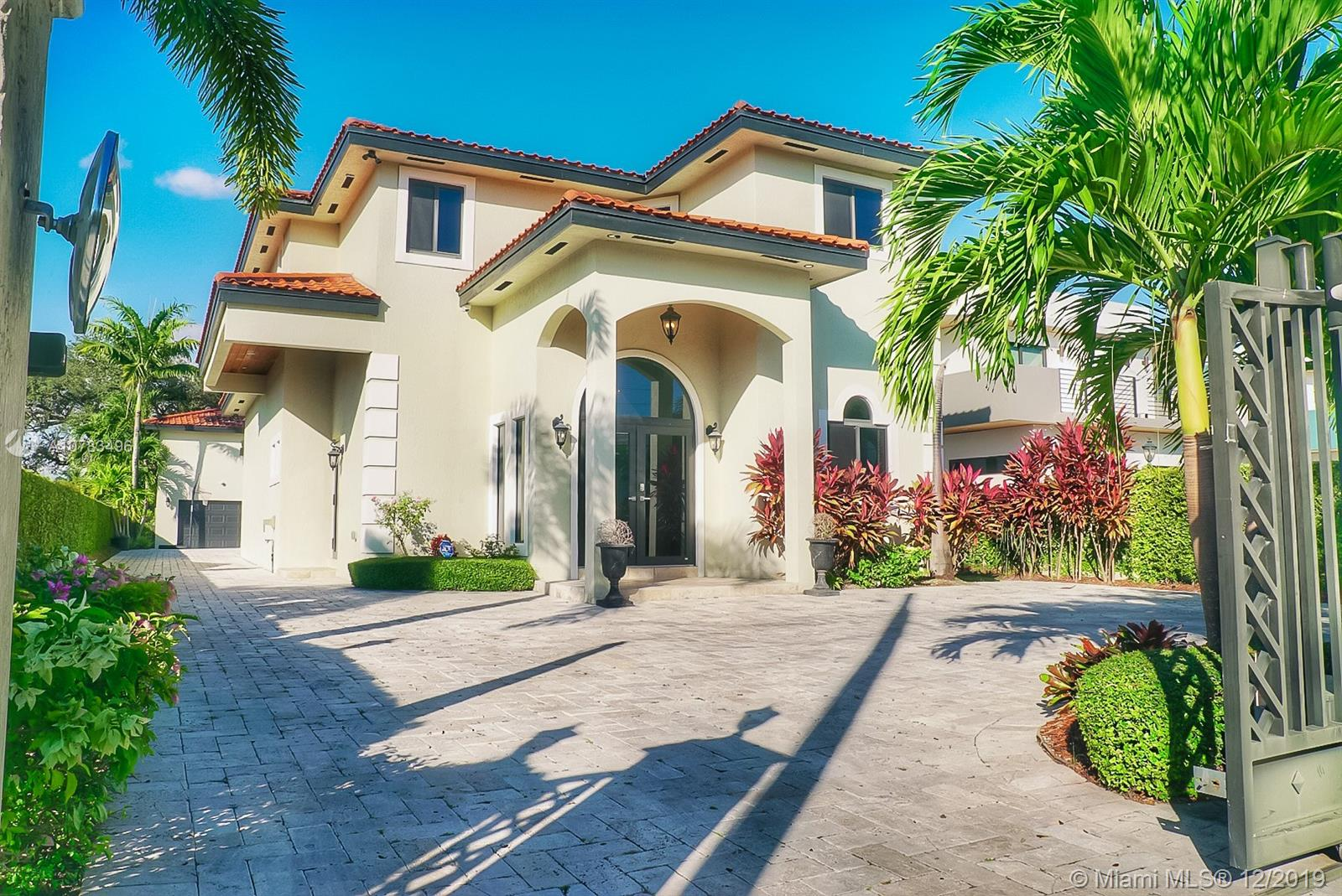 8881 SW 28 ST  For Sale A10783496, FL