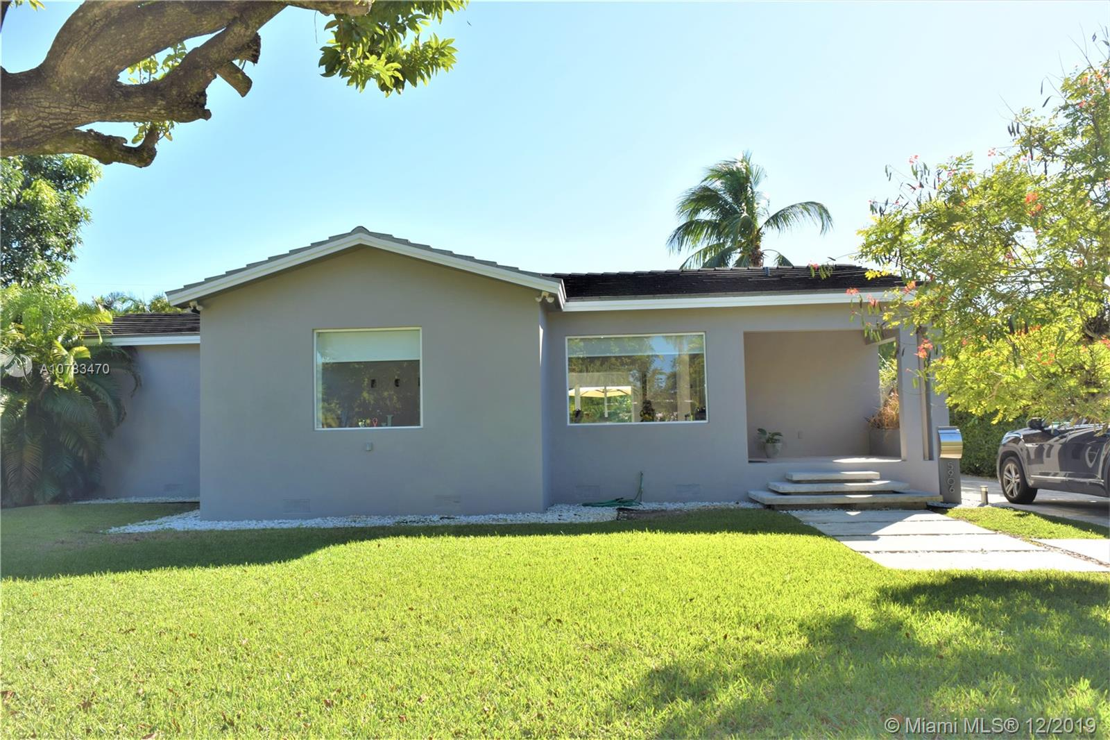 5906 SW 33rd St  For Sale A10783470, FL