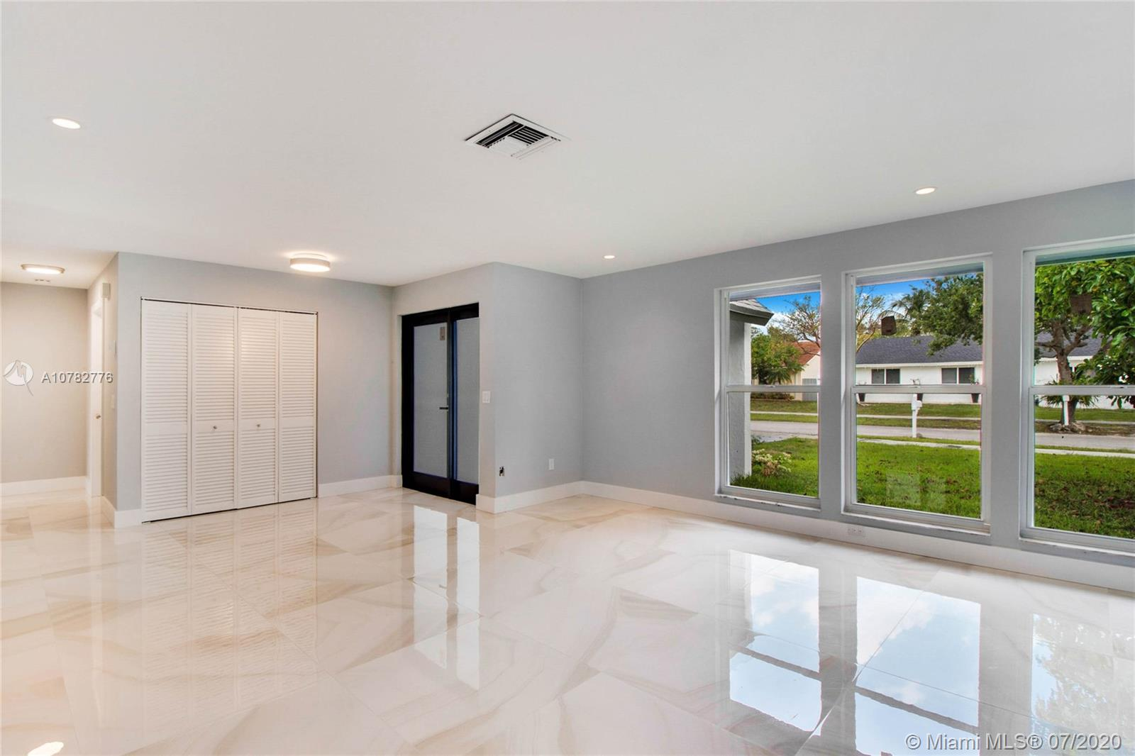 9334 SW 170th Ln  For Sale A10782776, FL