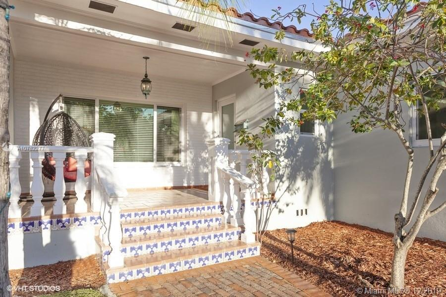 725 SW 23rd Rd  For Sale A10782277, FL