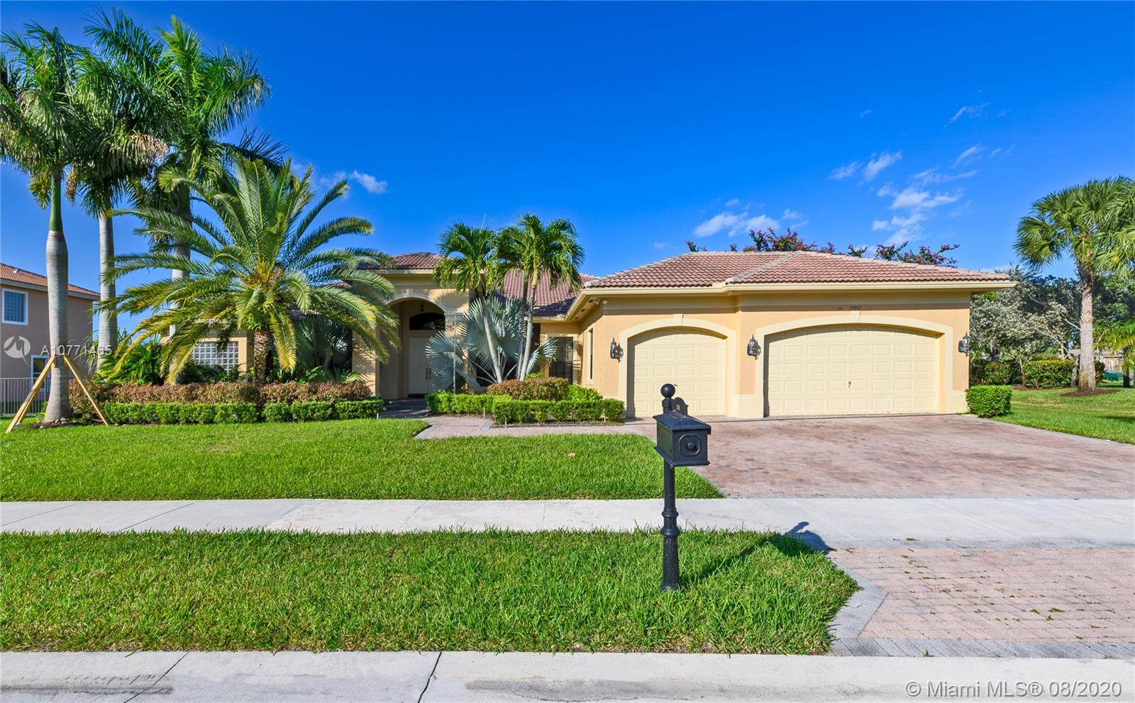 15051 SW 39th St  For Sale A10771465, FL