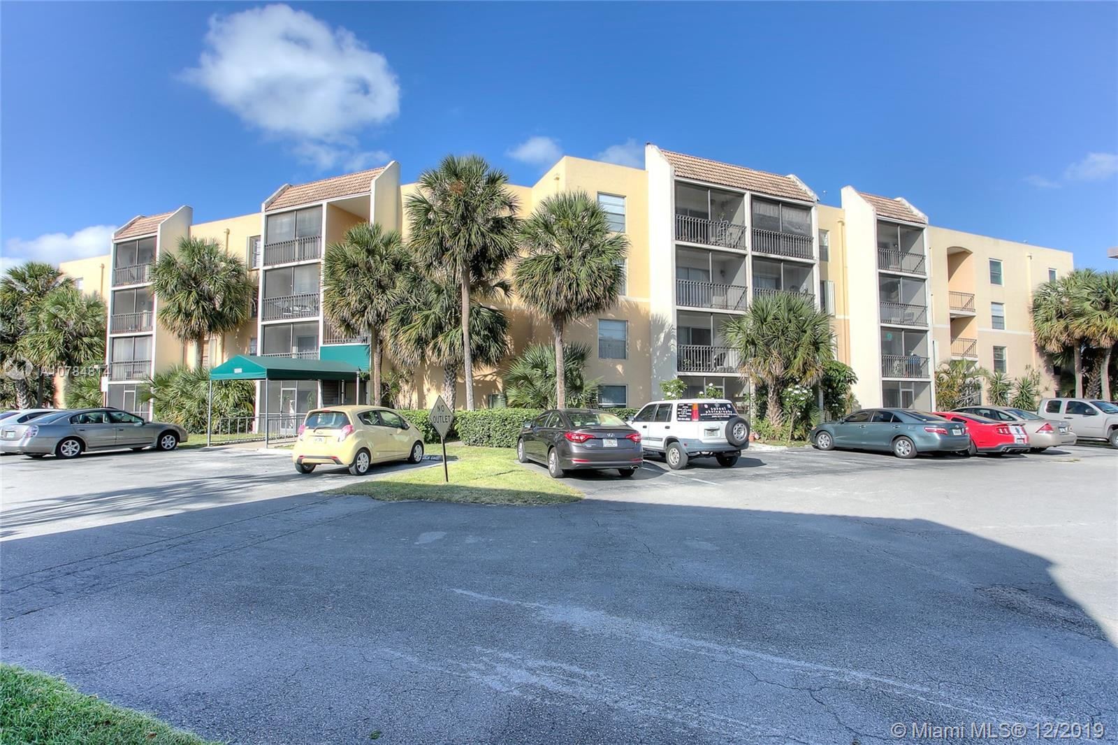 8005  Lake Dr #105 For Sale A10784814, FL