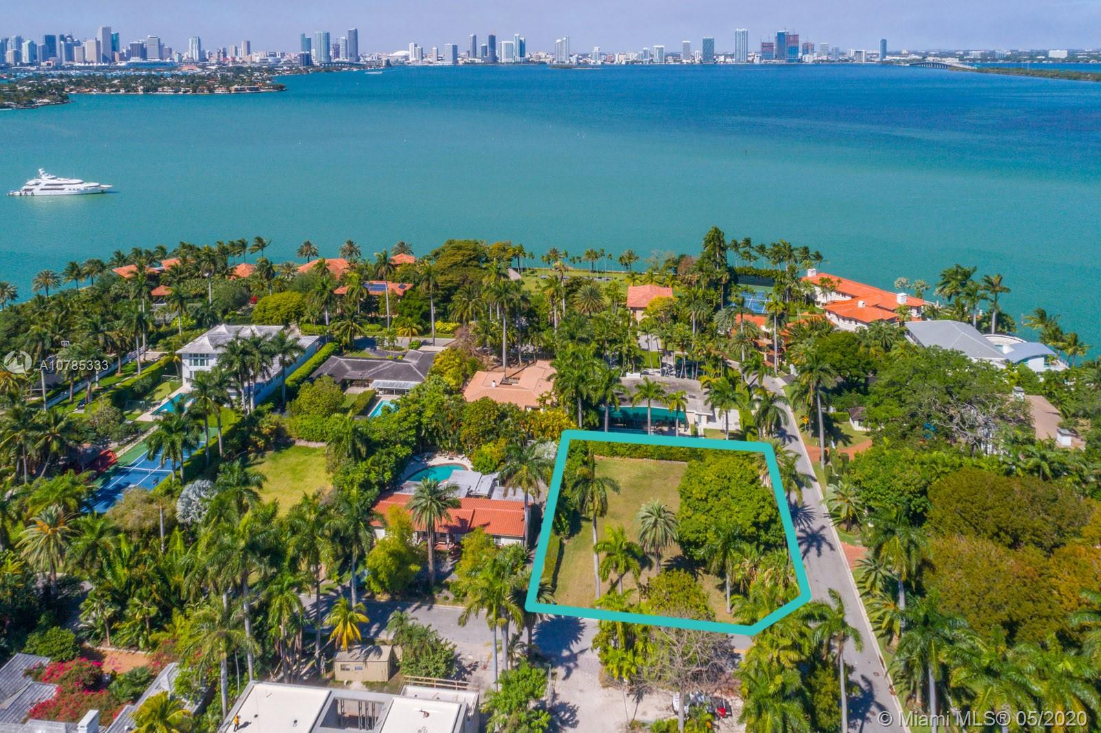 1800 W 27th St  For Sale A10785333, FL