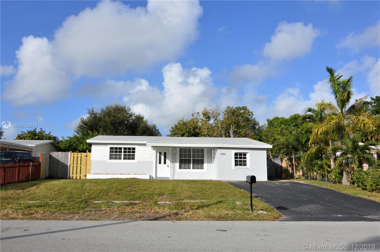 1900 N 62nd Ave  For Sale A10785643, FL