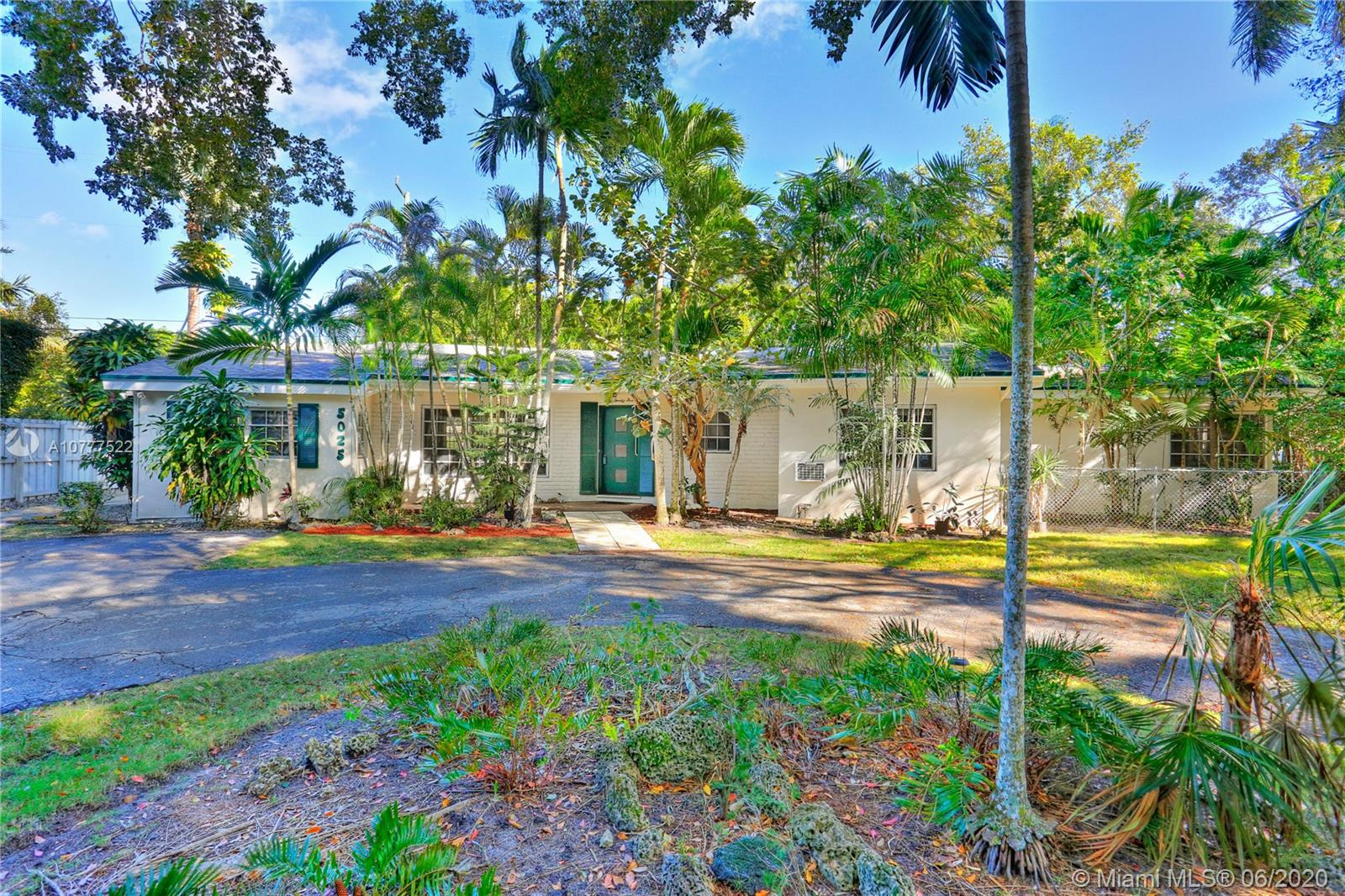 5025 SW 74th Ter  For Sale A10777522, FL