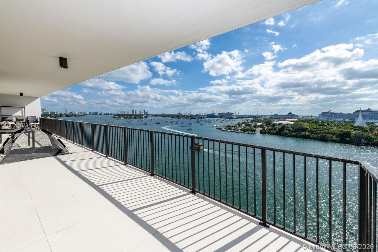 Spectacular 2 bedroom 2 bath on the heart of the prestigious Venetian Island with a 360 view of Miami skyline and biscayne bay.