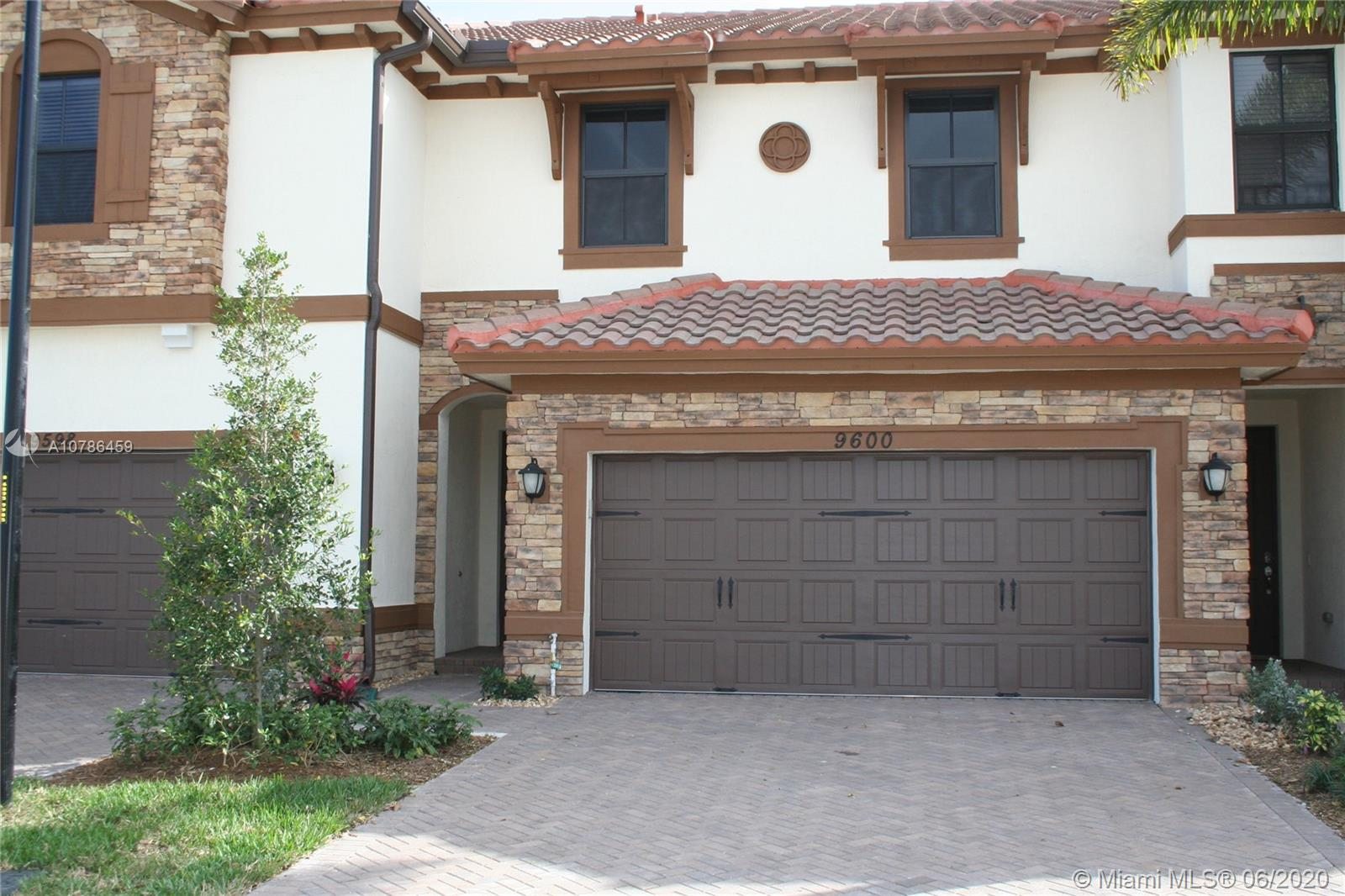 Beautiful townhome, located on a great community of Miralago.with 3 bedrooms 2 1/2 bathrooms, Impact windows and doors. First floor with ceramic tile thru out. Fenced backyard. Amenities include resort style clubhouse with 24.000 sq ft, swimming pool, splash park , fitness center, aerobic center, ballroom, spa, tennis/basketball court. A rated schools.