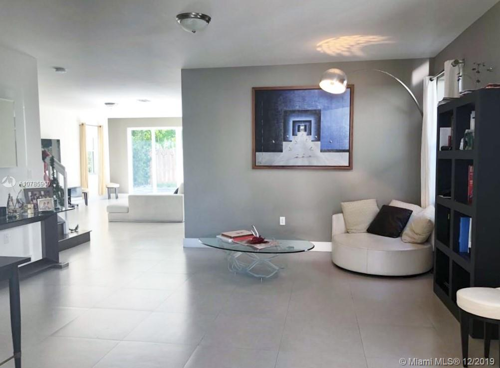 10480 NW 69th Ter  For Sale A10785960, FL
