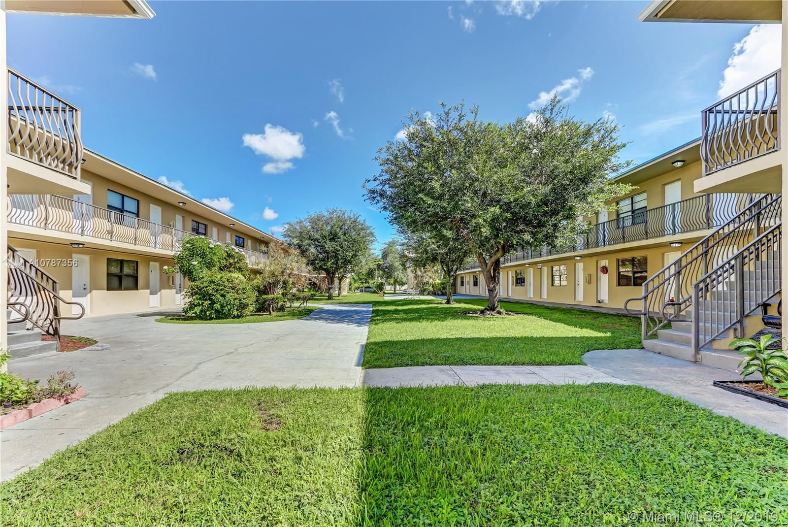 4450 SW 67th Ave #w For Sale A10787356, FL