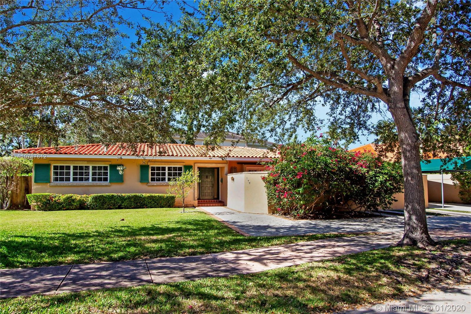 796  Woodcrest Rd  For Sale A10787612, FL