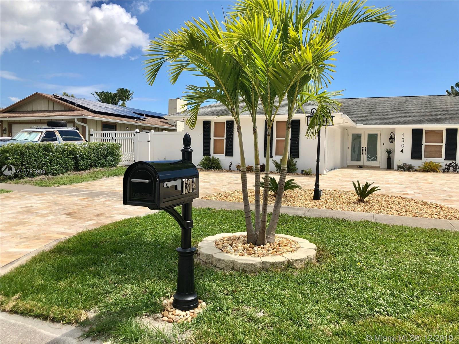 1304 W Westchester Dr W, West Palm Beach, FL 33417