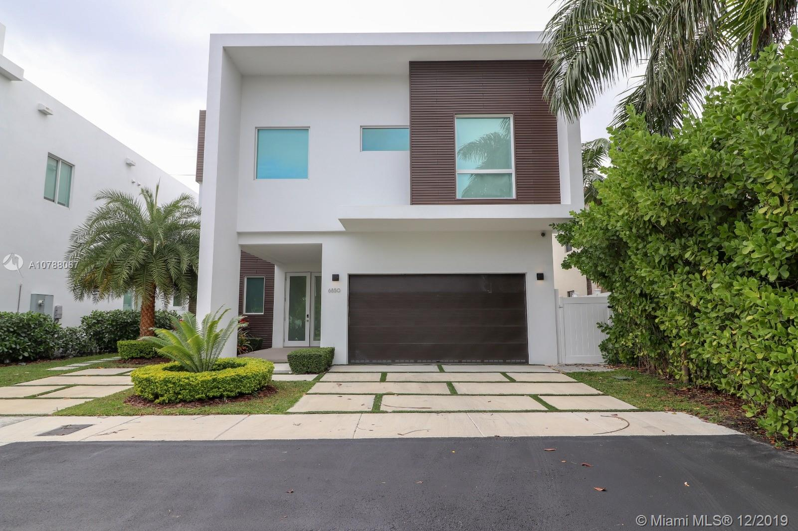 6850 NW 106th Ave  For Sale A10788067, FL