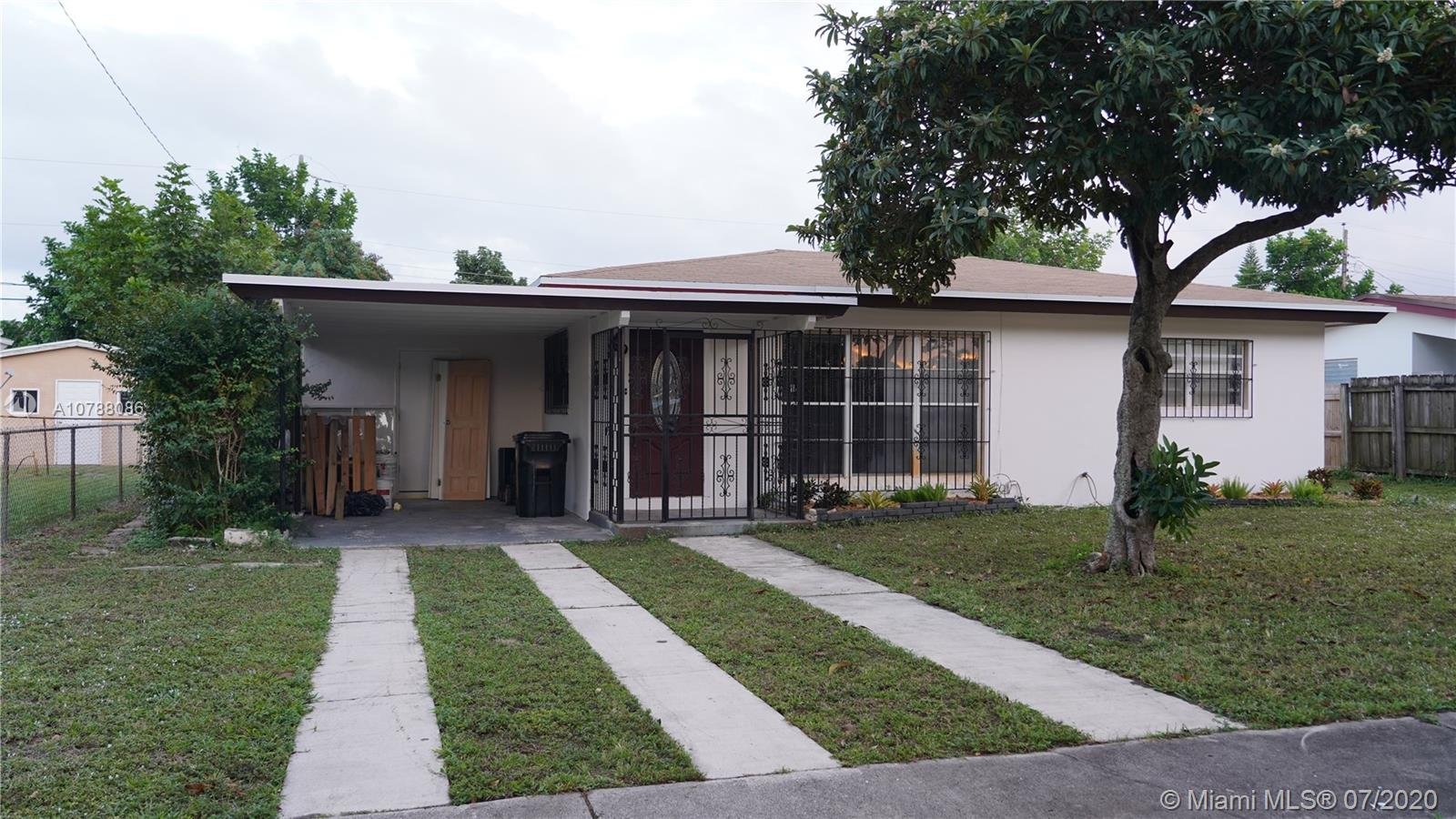 Charming 3/2 perfect starter home or ideal for investors. Quiet neighborhood.